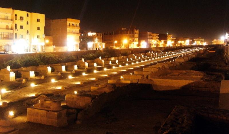 beleuchtete Sphingen-Allee in Luxor. Foto: Luxor Times