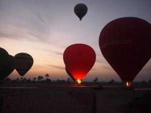 Heißluftballons in Luxor