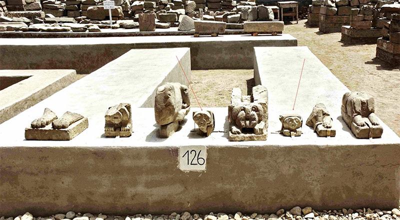 Die gestohlenen Blöcke aus dem Luxor Tempel sind mit einem Pfeil markiert. Foto: Dr. Raymond Johnson, Luxor Times