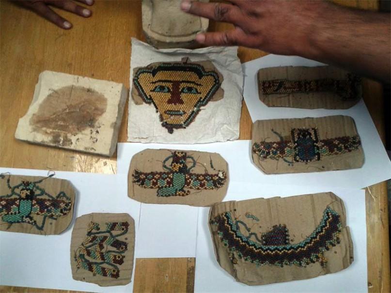 Die in Tuts Maske gefundenen Perlenamulette Foto: LuxorTimes