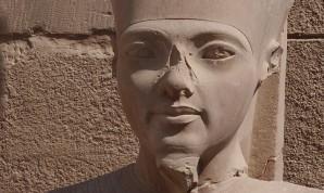 Statue des Tutanchamun im Karnaktempel
