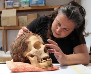 Die Archäologin Jolanda Bos bei ihrer Arbeit Foto: Jolanda Bos,  Lonneke Beukenholdt