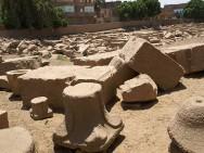 Die wenigen Überreste des Month-Tempels in Armant Foto: Friedrich Graf