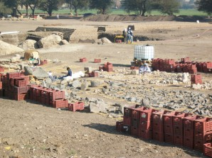 Foto Körbe mit archäologischen Fragmenten, Totentempel Amenhotep III.