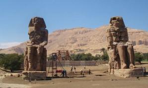 Die Memnon-Kolosse im März 2013.