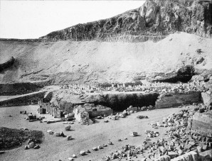 Foto des Hatschepsuttempels vor der Restaurierung