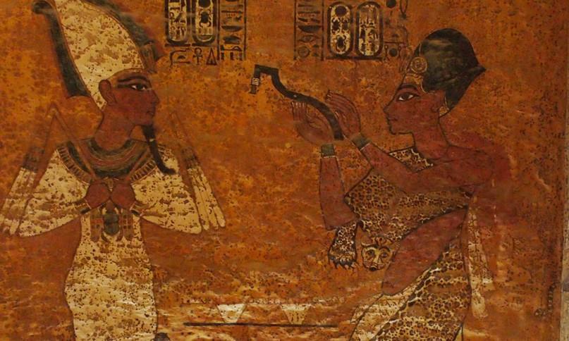 Öffnet hier Tutanchamun den Mund von Nofretete? Faksimile von Tuts Grab