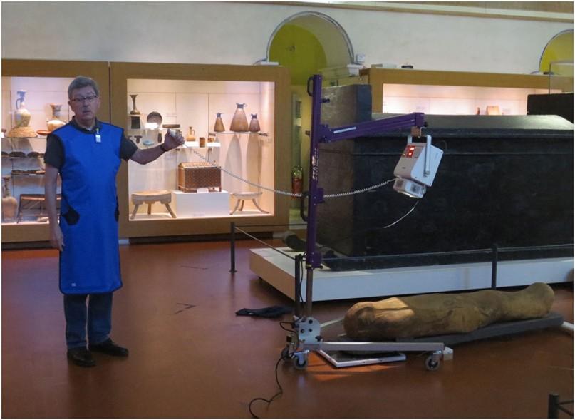 Der Sarkophag des Kha beim digitalen Röntgen