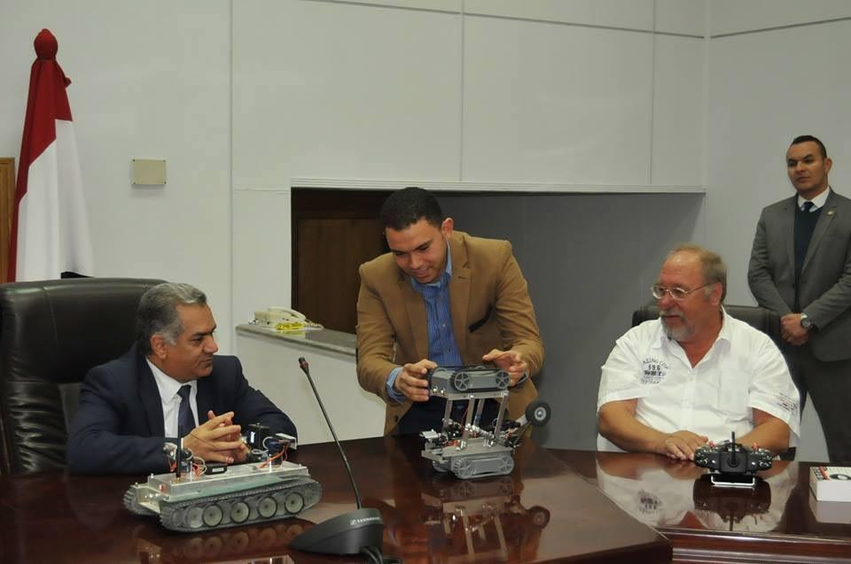 Der deutsche Ingenieur Friedhelm Kremer (rechts) mit dem Antikenminister Mamdouh el-Damaty (links). Foto: MSA