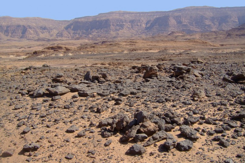 Grabungsstätte im Wadi Ameyra im Süd-Sinai. Foto aus dem aktuellen Buch von Pierre Tallet (s.u.)