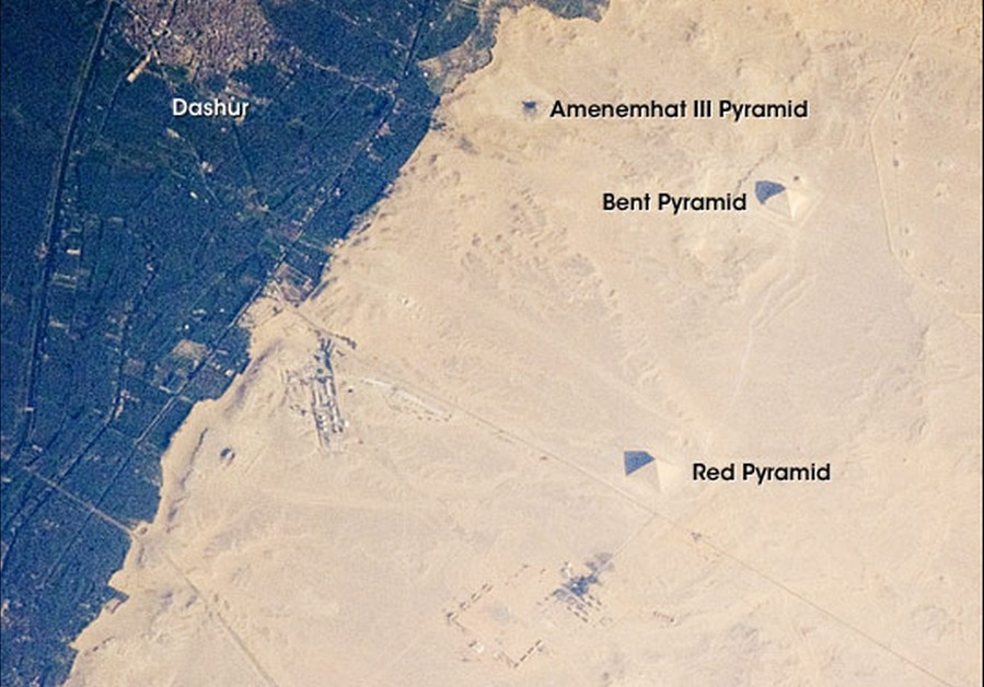 DIe Pyramiden von Dahshur, fotografiert 2008 aus der Internationalen Raumstation. © NASA