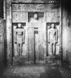 Scheintür im Grab des Neferseshemptah. Foto: Brooklyn Museum, gemeinfrei.