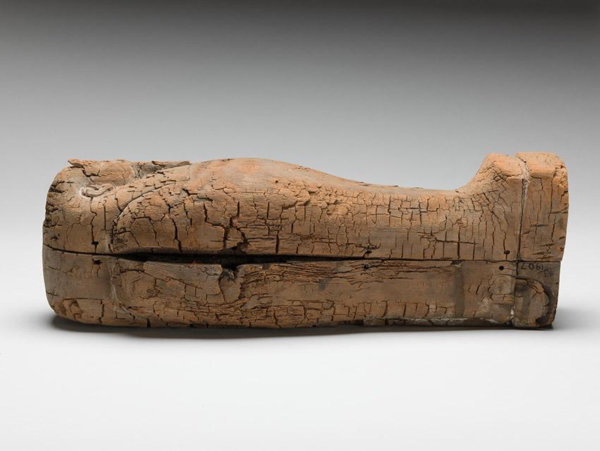 Der nur 44cm große Sarkophag, in dem ein 18 Wochen alter Fötus bestattet wurde. Foto: Fitzwilliam Museum, Cambridge