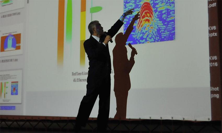 Der japanische Radarexperte Prof. Watanabe, der die Scans im letzten Jahr durchgeführt hatte, präsentierte seine Ergebnisse auf der Konferenz. Foto: MSA