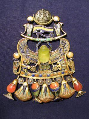 Tutanchamuns Halsschmuck mit einem Pektoral aus extraterrestrischem Impaktglas