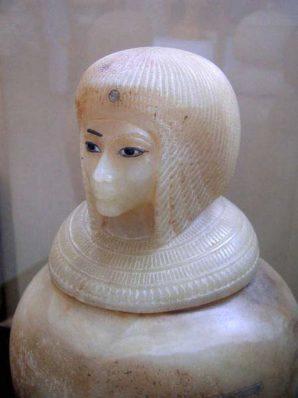 Kanope mit dem Kopf von Königin Kija Bild: Jon Bodsworth