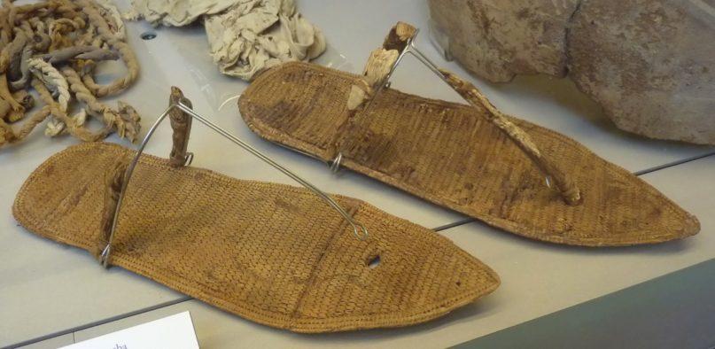 Die Sandalen aus dem Grab der Nefertari. Bildquelle: PLOS One, Ägyptisches Museum Turin.